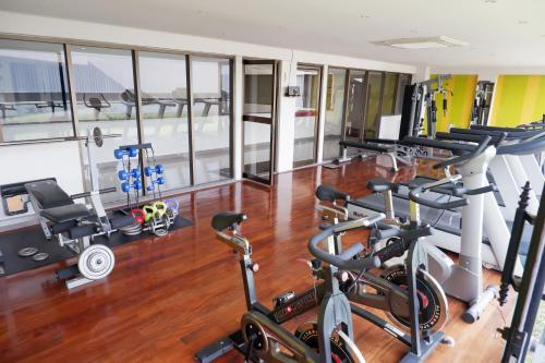 The fitness center and/or fitness facilities at Thomson Hotel Huamark