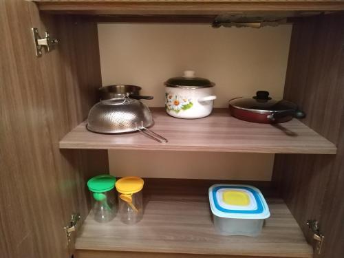 Кухня или мини-кухня в Guest house on Ilushkina 5