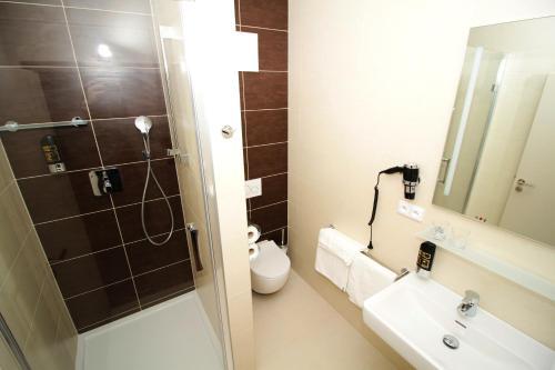 Koupelna v ubytování Jukebox Hotel