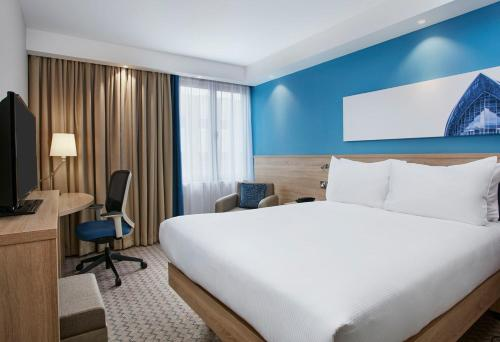 A bed or beds in a room at Hampton by Hilton Glasgow Central