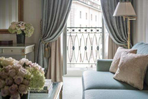 A seating area at Four Seasons Hotel des Bergues Geneva
