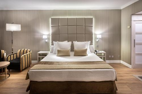 A bed or beds in a room at Hotel Best Semiramis