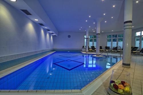 Der Swimmingpool an oder in der Nähe von Hotel Grünberger superior