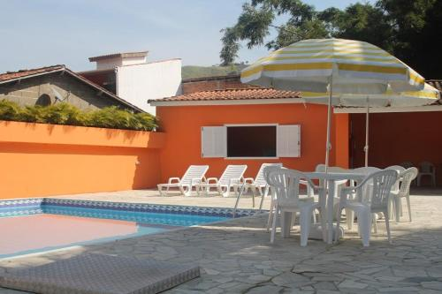 A piscina localizada em Pousada Sol do Araçá ou nos arredores
