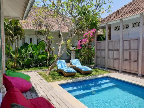 The swimming pool at or close to Starling villas