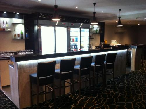 The lounge or bar area at Cattlemans Country Motor Inn & Serviced Apartments