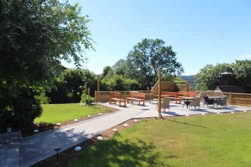 Ein Garten an der Unterkunft Pension Mois