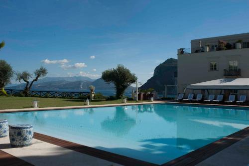 Bazén v ubytování J.K. Place Capri nebo v jeho okolí