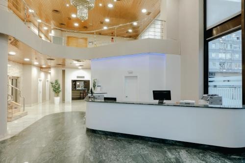 The lobby or reception area at Hesperia Vigo