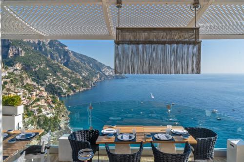 A restaurant or other place to eat at Hotel Villa Franca