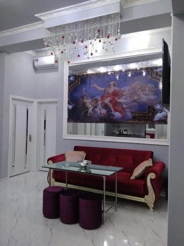 Uma TV ou centro de entretenimento em OIL ACADEMY. New House. metro 28 may. 3 Bedrooms