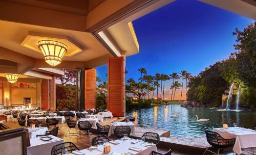 A restaurant or other place to eat at Hyatt Regency Maui Resort & Spa