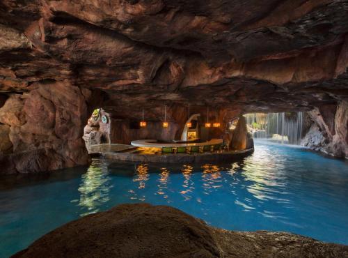 The swimming pool at or near Hyatt Regency Maui Resort & Spa