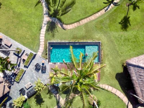Ein Blick auf den Pool von der Unterkunft Lempuyang Boutique Hotel oder aus der Nähe