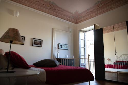 A bed or beds in a room at Flavio Gioia Suite Salerno