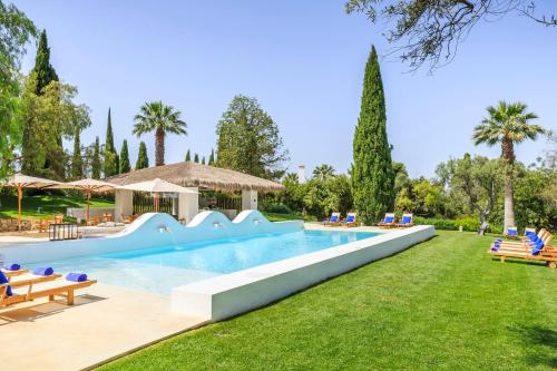 The swimming pool at or close to Vila Monte Farm House