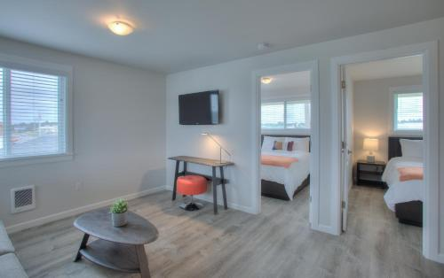 A seating area at OCEAN SHORES RESORT - Brand New Rooms