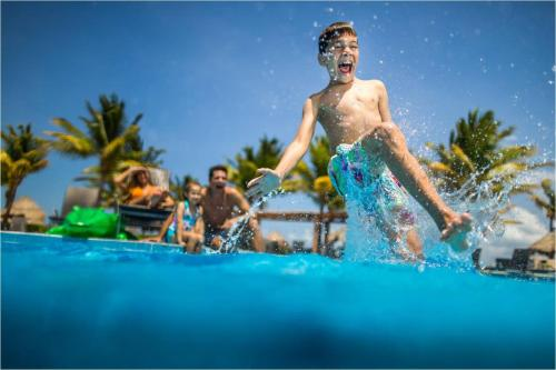 Het zwembad bij of vlak bij BlueBay Grand Esmeralda-All Inclusive