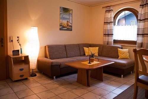 Ein Sitzbereich in der Unterkunft Haus Anneliese