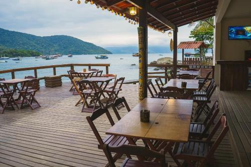 Um restaurante ou outro lugar para comer em Che Lagarto Hostel Ilha Grande