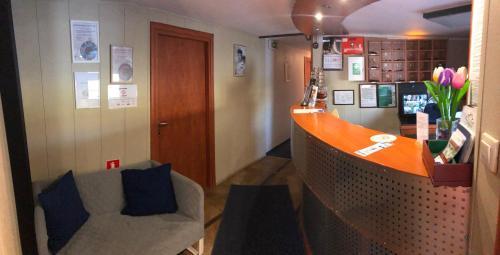 """Lobby alebo recepcia v ubytovaní Boat-Hostel """"Marta"""""""
