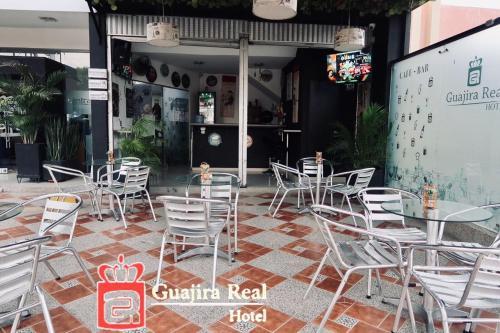 Un restaurante o sitio para comer en Hotel Guajira Real