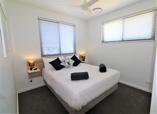 A bed or beds in a room at Yallingup Beach Resort