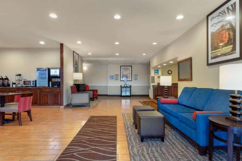 The lobby or reception area at Comfort Inn Willow Springs