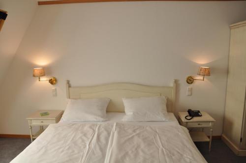 Ein Bett oder Betten in einem Zimmer der Unterkunft Hotel Kaiserhof