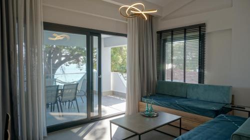 Χώρος καθιστικού στο Enalia Luxury Living