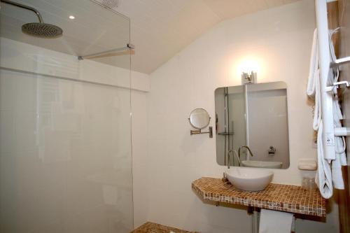 A bathroom at Hôtel Océan