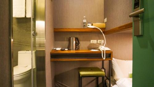 A kitchen or kitchenette at Goodmore Hotel
