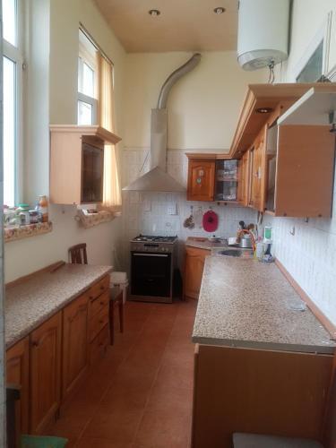 A cozinha ou cozinha compacta de Minaal Hostel