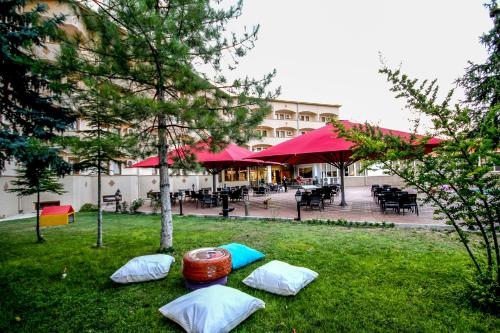 Сад в By Cappadocia Hotel & SPA