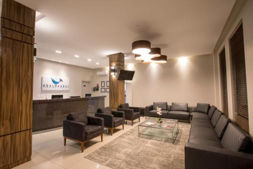 The lounge or bar area at Hotel Gralha Azul