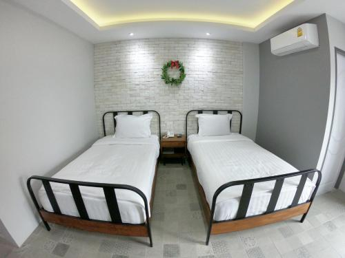 เตียงในห้องที่ Piccolo House