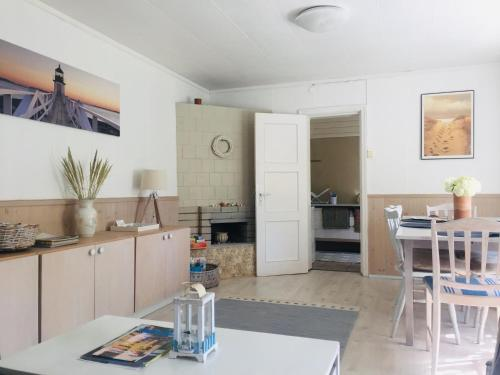 A kitchen or kitchenette at Kaju Guesthouses