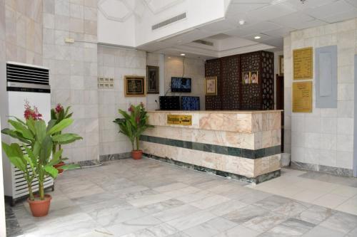 O saguão ou recepção de Dar Al Bayan Hotel