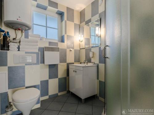 A bathroom at Mazurski Raj - Hotel, Marina & Spa