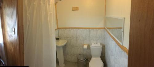 A bathroom at Puesto Cánogas Hostal