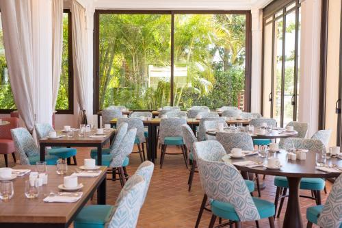 En restaurang eller annat matställe på Don Carlos Resort & Spa