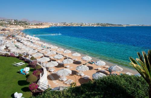 Ein Strand an oder in der Nähe des Resorts