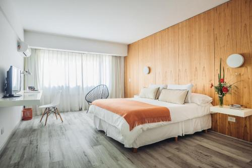 A bed or beds in a room at DecO Recoleta Hotel
