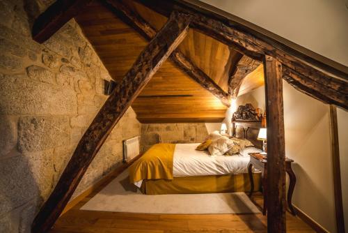 Cama o camas de una habitación en Pazo Barbeirón Slow Hotel Ribeira Sacra