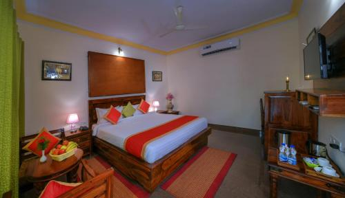 A bed or beds in a room at Ranthambhore Heritage Haveli