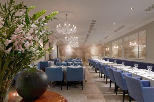A restaurant or other place to eat at Palace Elisabeth, Hvar Heritage Hotel
