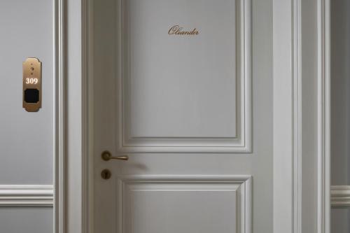 A bathroom at Palace Elisabeth, Hvar Heritage Hotel