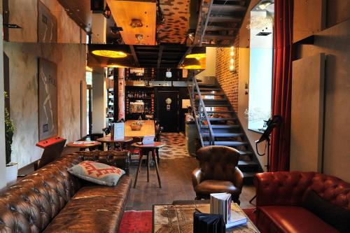 The lounge or bar area at Le Magic Hall