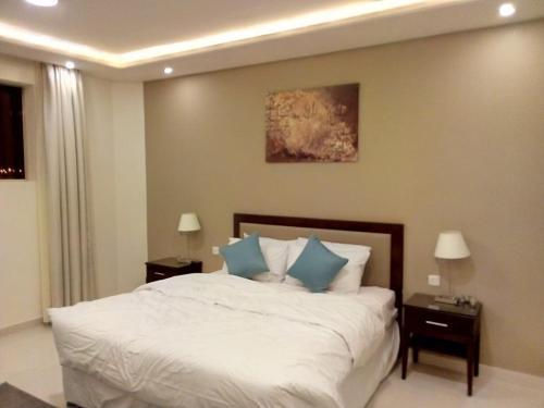 Cama ou camas em um quarto em Arif Housing Units