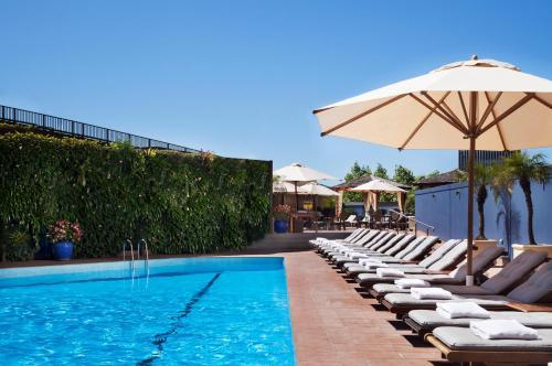 Der Swimmingpool an oder in der Nähe von Four Seasons Hotel Sydney